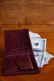 представляет счет доллара белизна бумажника польностью изолированная Стоковое фото RF