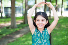 Представлять балета маленькой девочки стоковые изображения