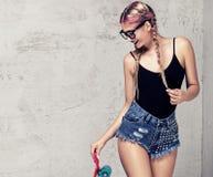 Представлять девушки конькобежца модный Стоковая Фотография RF