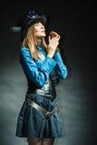 Представлять девушки Steampunk Стоковые Фото