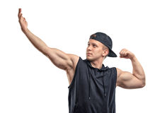 Представлять и выставки человека фитнеса Coutout подготовляют мышцы, бицепс Стоковая Фотография