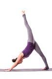 Представлять молодой красивой йоги женский Стоковое Фото