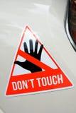 Предупреждающий стикер с текстом Don& x27; касание t на объекте стоковое фото rf