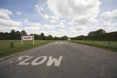 Предупреждающий текст в дороге Стоковая Фотография RF