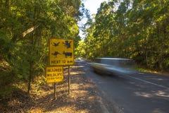 Предупреждение: Изверги пересекая, измененный знак Стоковая Фотография RF