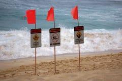 Предупредительные знаки на пляже Стоковые Изображения RF