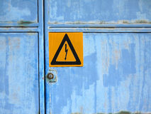 Предупредительный знак: Высокое напряжение Стоковые Изображения RF