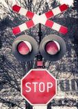 Предупредительный знак красного цвета железнодорожный Стоковые Фото
