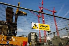 Предупредительный знак на строительной площадке Стоковое Изображение