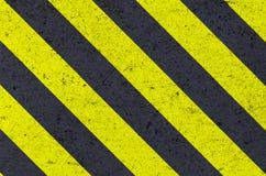Предупредительный знак на текстуре металла Стоковое Изображение