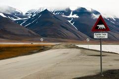 Предупредительный знак полярного медведя - Longyearbyen - Свальбард Стоковая Фотография RF