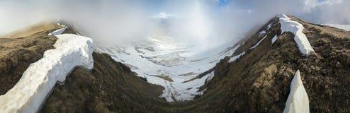 предыдущая весна горы ландшафта Стоковое фото RF