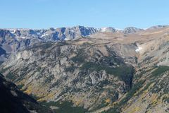 Предыдущий снег падения на национальном лесе Gallatin Стоковое Изображение