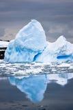 приантарктический айсберг большой Стоковые Фотографии RF