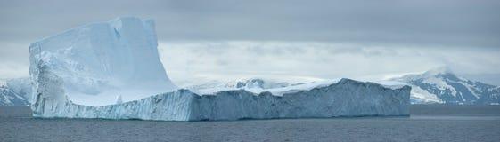 приантарктический ледяной остров Стоковое Изображение