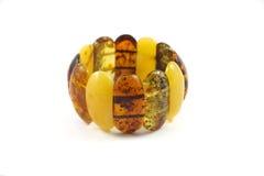 Прибалтийский янтарный браслет на белой предпосылке Стоковые Изображения RF
