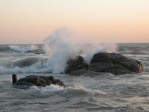 прибой захода солнца океана Стоковая Фотография RF