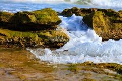 Прибой и брызг моря на пляже Стоковая Фотография RF