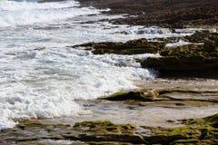 Прибой и брызг моря на пляже Стоковые Фотографии RF