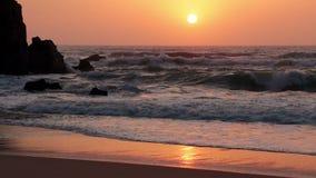 Прибой и заход солнца океана движение медленное акции видеоматериалы