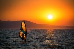 Прибой и заход солнца Стоковое Изображение