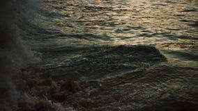 Прибой моря на времени вечера акции видеоматериалы