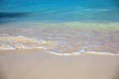 Прибой моря на пляже песка стоковые изображения rf