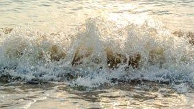 Прибой моря с светом захода солнца Стоковая Фотография