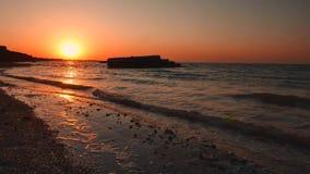 Прибой на восходе солнца моря сток-видео