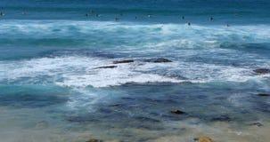 Прибой на пляже Bondi в Сиднее, Австралии 4K сток-видео