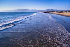 Прибой на пляже Венеции, Калифорнии Стоковое Фото