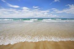 Прибой, небо и пляж, Gold Coast Стоковые Фотографии RF