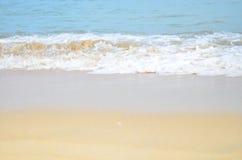 Прибой океана на морской воде пляжа Стоковое Фото