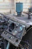 Приборная панель в старом сломанном крупном плане автомобиля стоковые фотографии rf