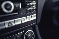 Приборная панель автомобиля с вентиляцией и системой отопления места Современные детали электрического автомобиля Стоковые Изображения RF