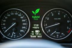 Приборная панель гибридного автомобиля Стоковая Фотография RF