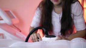 Прибор для извлекать сверхнормальное сало Прибор для уносить массаж LPG Применение прибора к клиенту  акции видеоматериалы