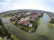 Прибрежная полоса озера самонаводит вид с воздуха Стоковые Изображения