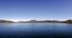 Прибрежные воды от парома Новой Зеландии Стоковое фото RF
