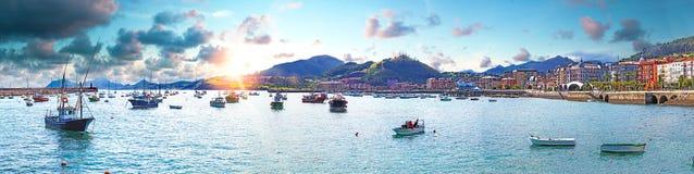 Прибрежные города Испании Castro Urdiales Кантабрия стоковое изображение rf