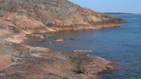 Прибрежные скалы полуострова Hanko Южная Финляндия акции видеоматериалы