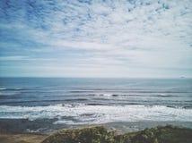 Прибрежный взгляд скалы Стоковое Изображение