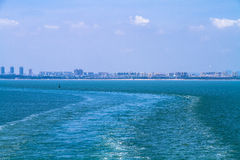 Прибрежный город на море Стоковая Фотография RF