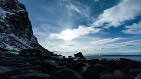 Прибрежный заход солнца промежутка времени пляжа сток-видео