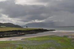 Прибрежный залив в Dingle, Керри графства, Ирландии Стоковые Изображения