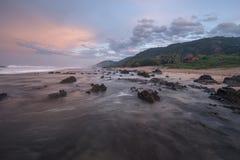Прибрежный мирный заход солнца Стоковые Изображения