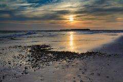 Прибрежный пляж Южная Каролина сумасбродства Mudflats захода солнца предпосылки стоковые изображения rf