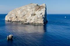Прибрежный утес, плаща-накидк Caccia, Сардиния Стоковое Фото