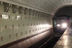 Прибытие поезда на станции Стоковые Фото