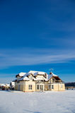 Приватный дом в зиме Стоковое фото RF
